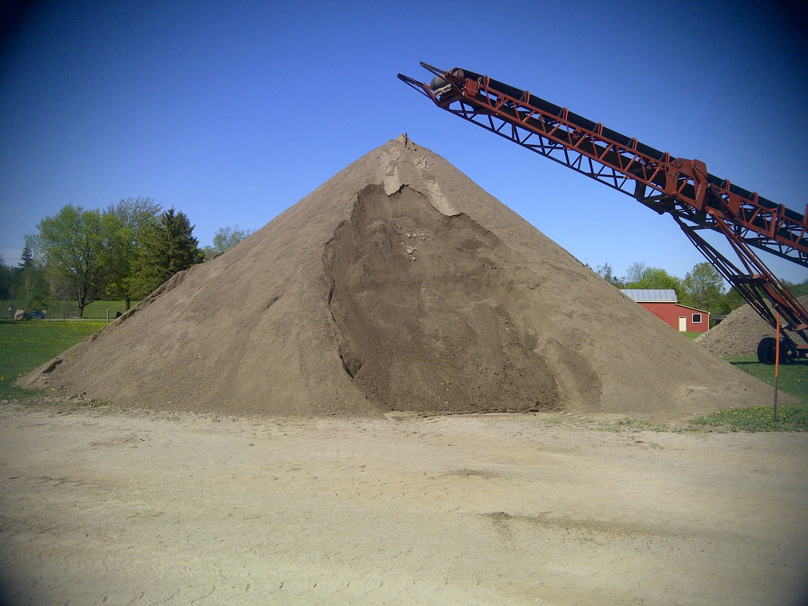FRESHLY SCREENED TOPSOIL READY FOR YOUR LAWN OR LANDSCAPING PROJECT